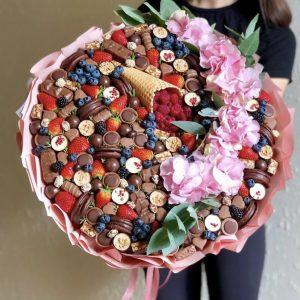 Букет из ягод и конфет «Гортензия» — Съедобные букеты