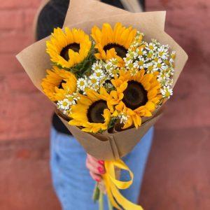 Букет из подсолнухов и ромашек — Букеты цветов