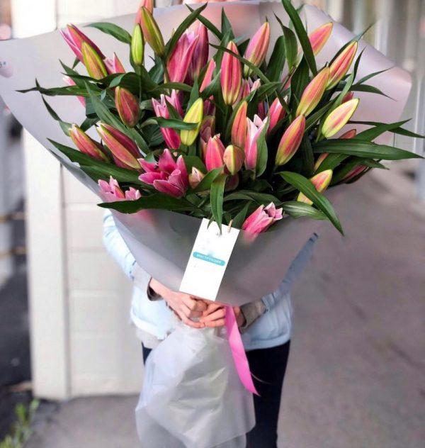 Букет из 15 розовых лилий — Букеты цветов