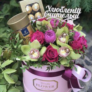 Шляпная коробка с кофе и цветами — Букеты с чаем и кофе