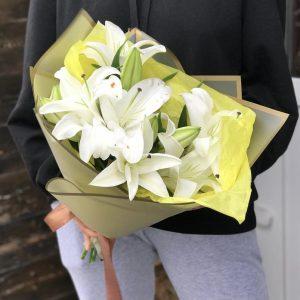 Букет из 5 белых лилий — Букеты цветов