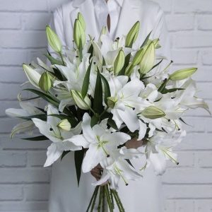 Букет из 15 белых лилий — Букеты цветов