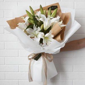 Букет из 7 белых лилий — Букеты цветов